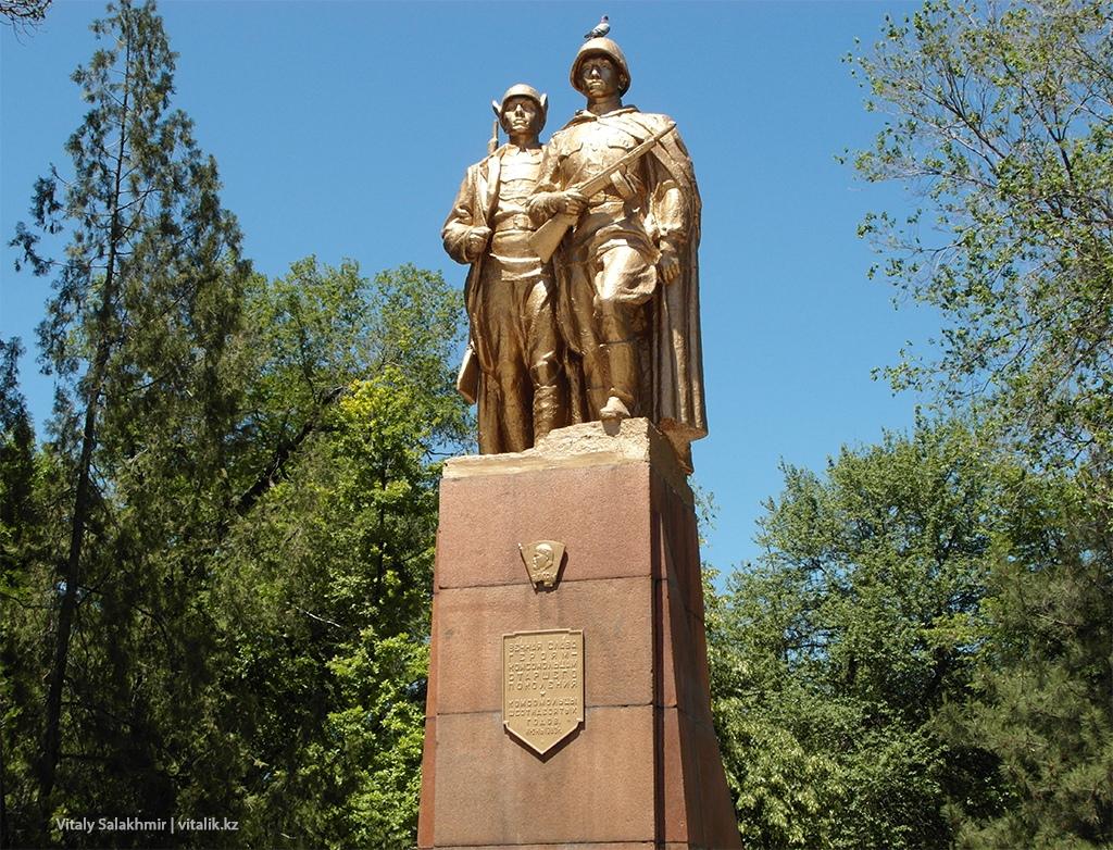 Памятник комсомольцам, Бишкек 2018