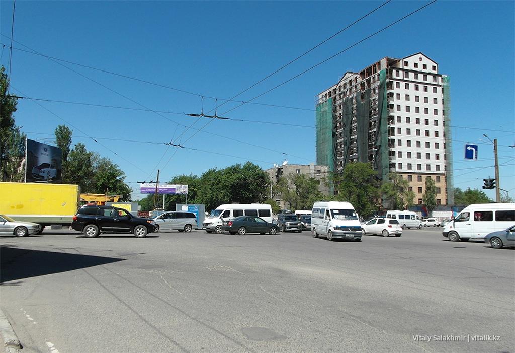 Перекресток 12 апреля, Бишкек