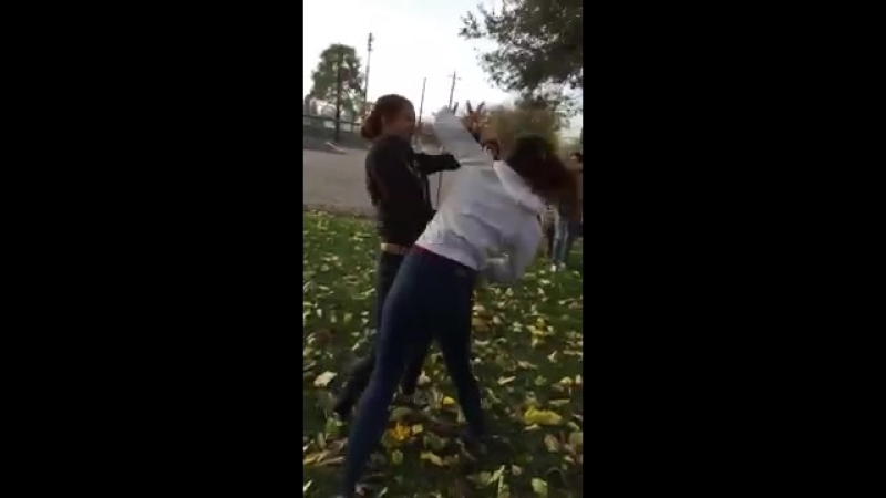 Some girls fighting - YouTube