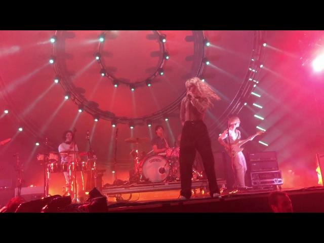 Paramore - Ain't It Fun (Live at Genting Arena Birmingham)