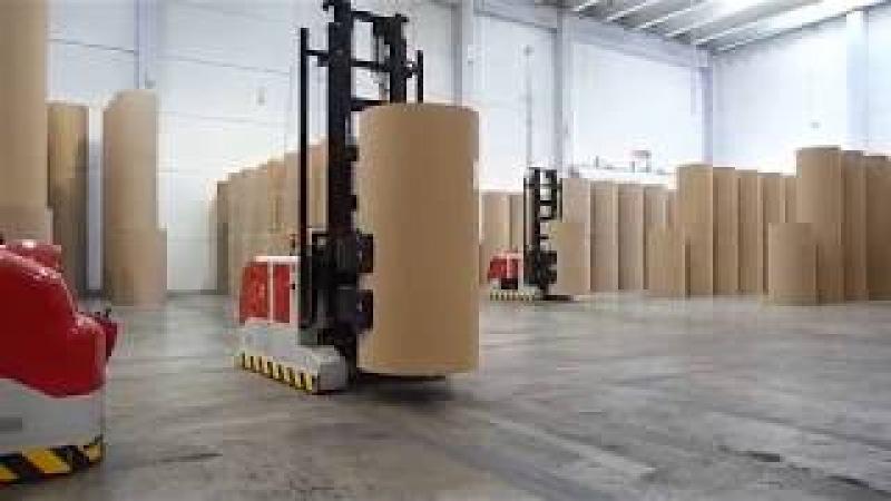 Захват для рулонов бумаги Cascade на автоматическом штабелере AGV