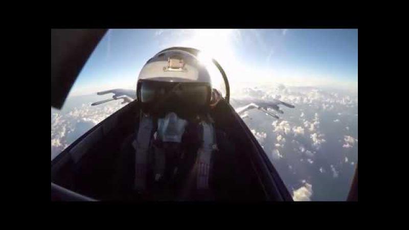 Тренировка дозаправки в воздухе бомбардировщиков Су 24М смотреть онлайн без регистрации