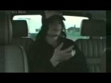 Майкл Джексон  танцует в машине)