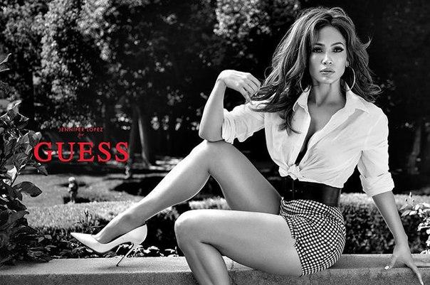 Дженнифер Лопес стала лицом рекламной кампании Guess и поделилась первыми кадрами в соблазнительном образе