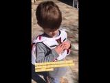 Шеп со своим ящером (из истории Женевьев на Инстаграме)