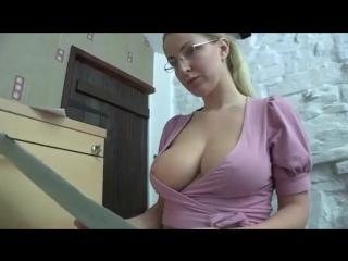 Секретарша делает свою работу 720p порно сиськи грудь грудастая мамаша мамка милф milf работает