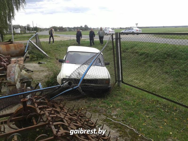 В Жабинковском районе автомобиль съехал в кювет: пострадала пассажир