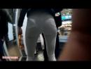 Шикарная задница в белых обтягивающих джинсах