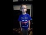 Мальчик рассказывает стихотворение про пенсию.