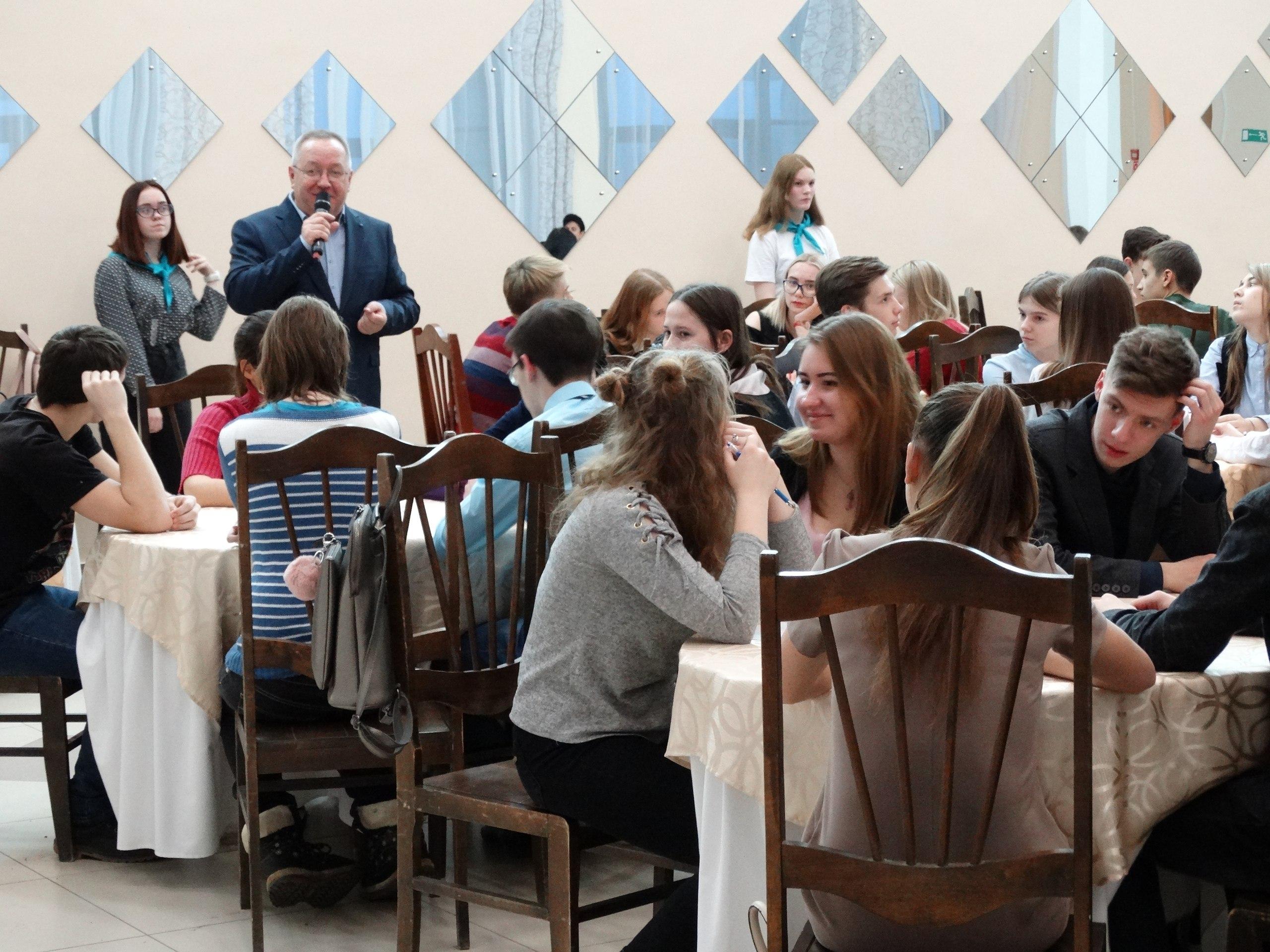 Интеллектуальная игра «Что? Где? Когда?» 22 ноября собрала школьников города в ДК «Юбилейный».
