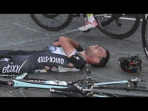 Mark Cavendish Amazing Crash MILAN - SAN REMO 2018