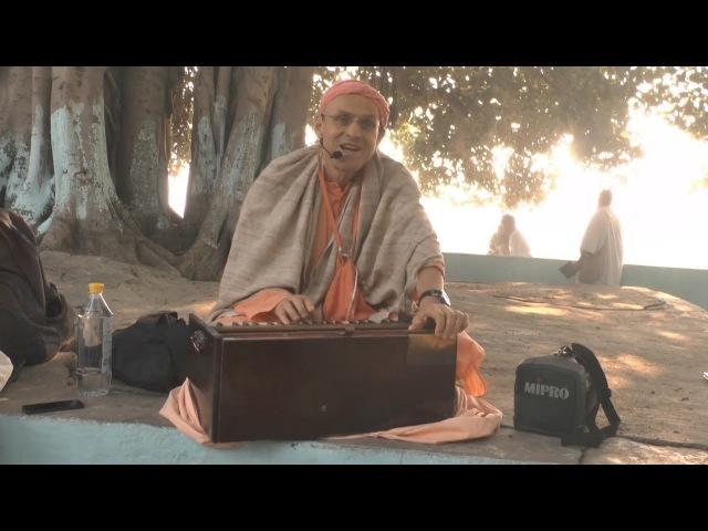 HH Kadamba Kanana Swami - Rama Ghat - kirtan, 1.11.2017