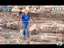 Ник Валленда проходит по канату через Гранд Каньон