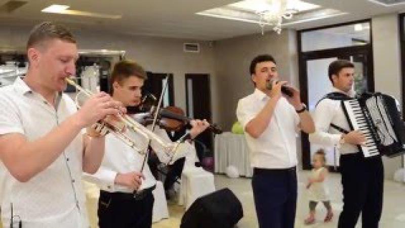 Vasile Olaru si Taraf Moldova - Cumatrie de dansatori part.1