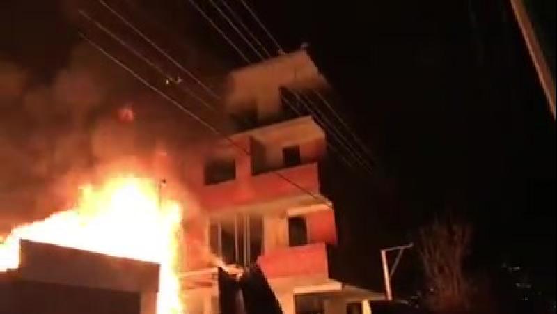У Соломянському районі Києва невідомі в балаклавах влаштували підпал на будівництві