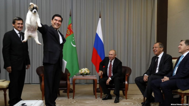 Berdimuhamedow GDA sammitine gelip, Putine güjük sowgat berdi