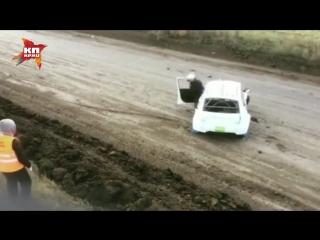 Гонщик устроил эффектную аварию на Кубке России по автокроссу