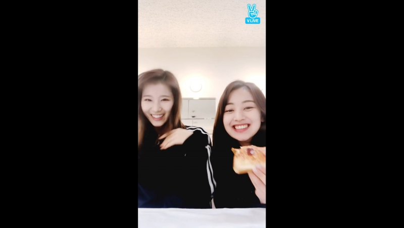 Twice 180122 jihyo x sana vlive jihyo eating toast mpeg4