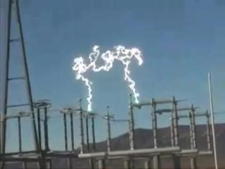 Электрическая дуга на высоковольтном выключатели. «SAYBERN» / «Сайберн», электрик электромонтаж подключение аудит сети батареи генераторы двигатель щит кабель автоматический выключатель ток напряжение мощность проводка ремонт счетчик розетка кабель гофра лэп пуэ освещение сип