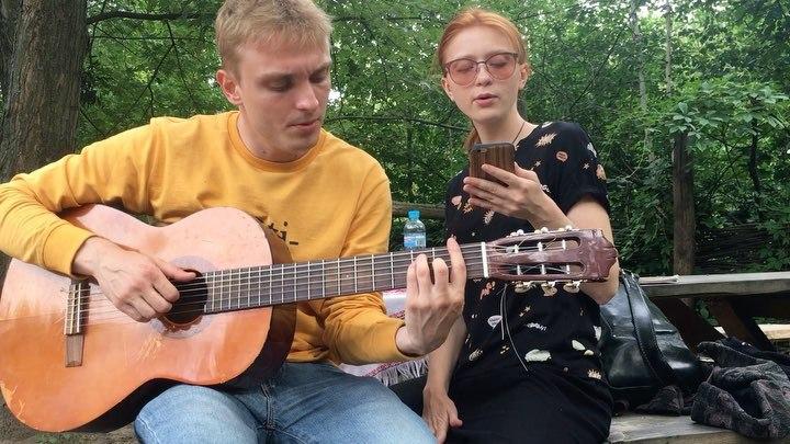"Ksusha Zhdаnova on Instagram: ""Сидели мы и пели в мамаеваслобода вот эту вот песню. К нам подошла пані офіціант і сказала :"