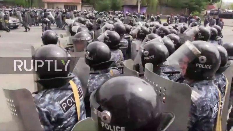 Armenia: las protestas se mantienen mientras los mítines continúan en Ereván