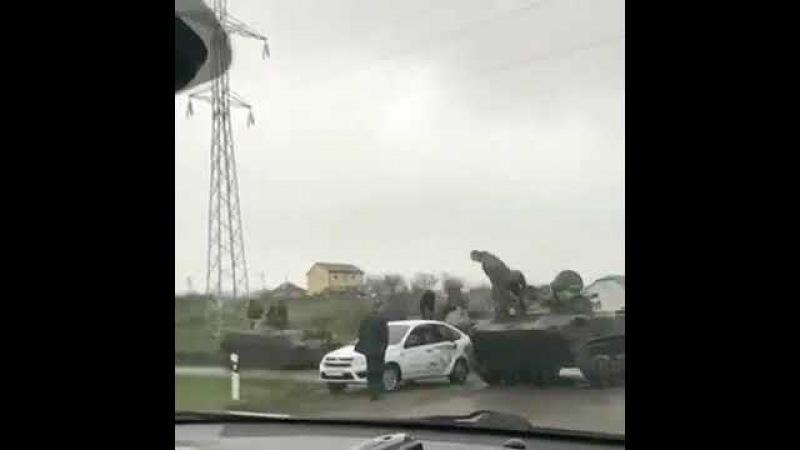 Танк врезался в легковушку на трассе села Надежда