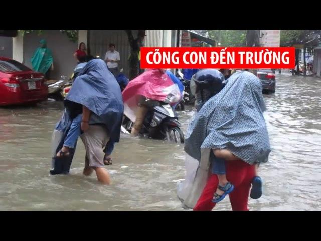 Cõng con đến trường vì mưa ngập đường do áp thấp nhiệt đới