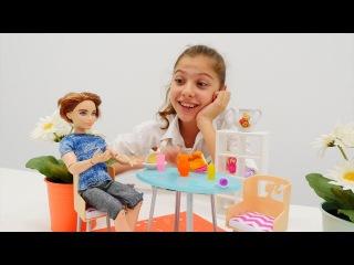 Куклы Барби, Монстер Хай, ЛедиБаг в ресторане