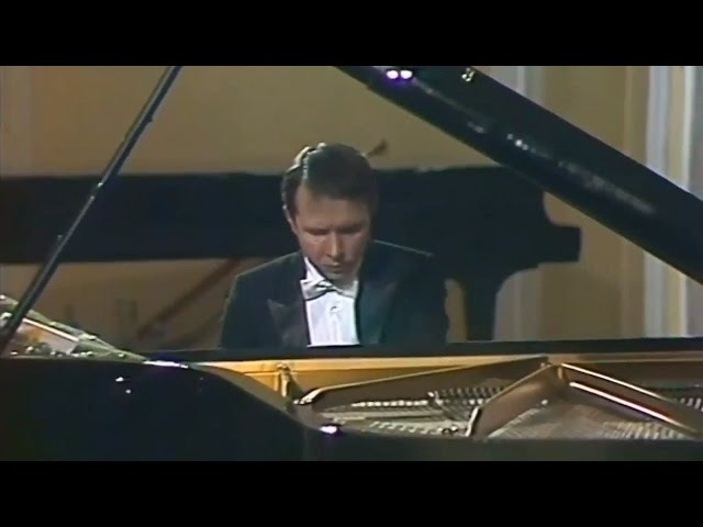 Mikhail Pletnev plays Rachmaninoff - Prelude op. 23 No. 2 in B-flat major (live in Moscow, 1987)