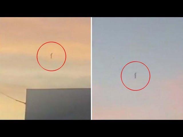 Una mujer graba un OVNI tubular en posición vertical sobre Baja California
