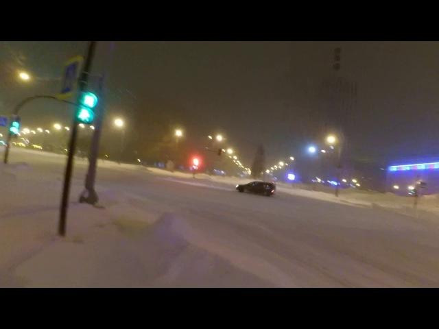 Выпавший снег - повод отточить мастерство вождения в городе? (авто дрифт)
