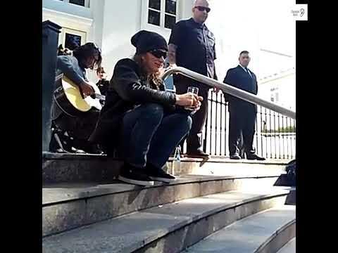 Dave Mustaine tocando para los pibes en Mendoza.