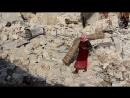 Сирия 13 01 18 бармалеи растаскивают уцелевшее барахло после авиаударов ВКС РФ по н п Хан Аль Сабиль провинция Идлиб
