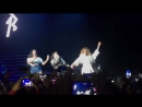Дайна и Нормани вышли на сцену во время выступления Бекки с песней «Mangu» в Мехико, Мексика.