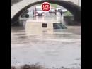 В Кропоткине затопило машину с инкассаторами