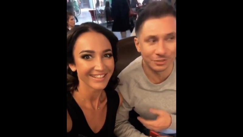 Оля Бузова И вновь совершенно случайно встретились уже в Москве в одном кафе ☕️🤗