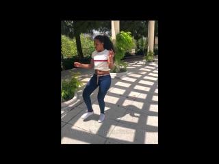 Johanna bailando Bachata