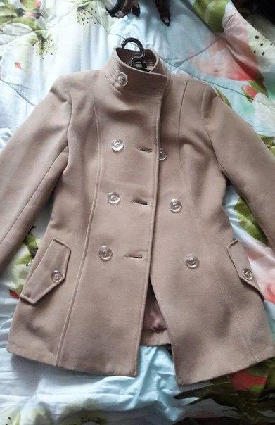 Продам! Осеннее пальто бежевого цвета 40-42 размера (имеется капюшон,