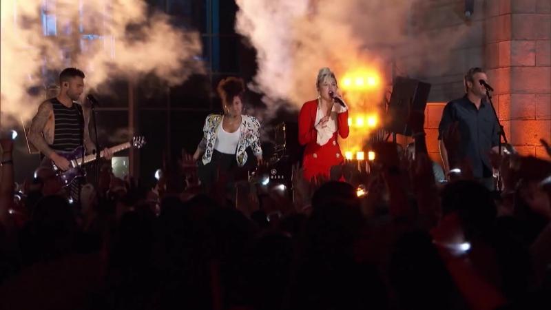 Miley CyrusAlicia KeysAdam LevineBlake Shelton