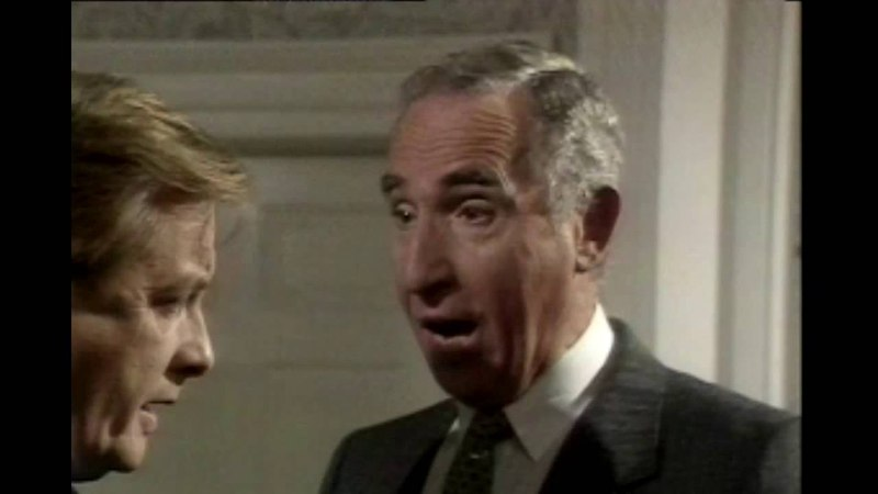 Yes Prime Minister S02E01 - Man Overboard