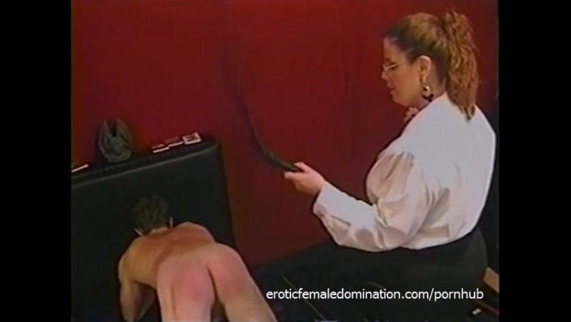 Kinky dude receives some hardcore spanking from a bespectacled slag -испр