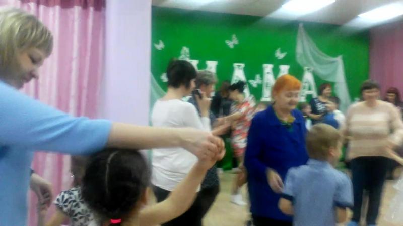 сын и мама танцуем