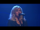 Келли Кларксон Kelly Clarkson_ I Dont Think About You 27 02 2018 телешоу Сета Майерса в Нью-Йорке, США.