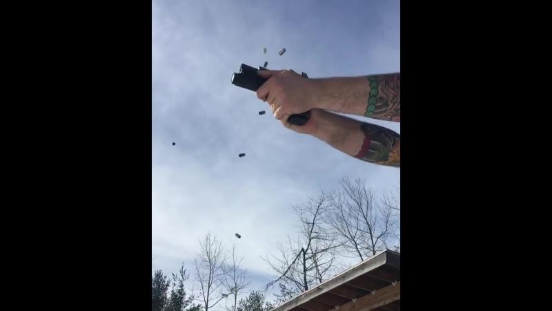 Автоматический Glock 19. Стрельба и перезарядка Глок 19.