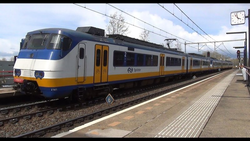 SGMm 2141 2958 halteren op station Almere Buiten
