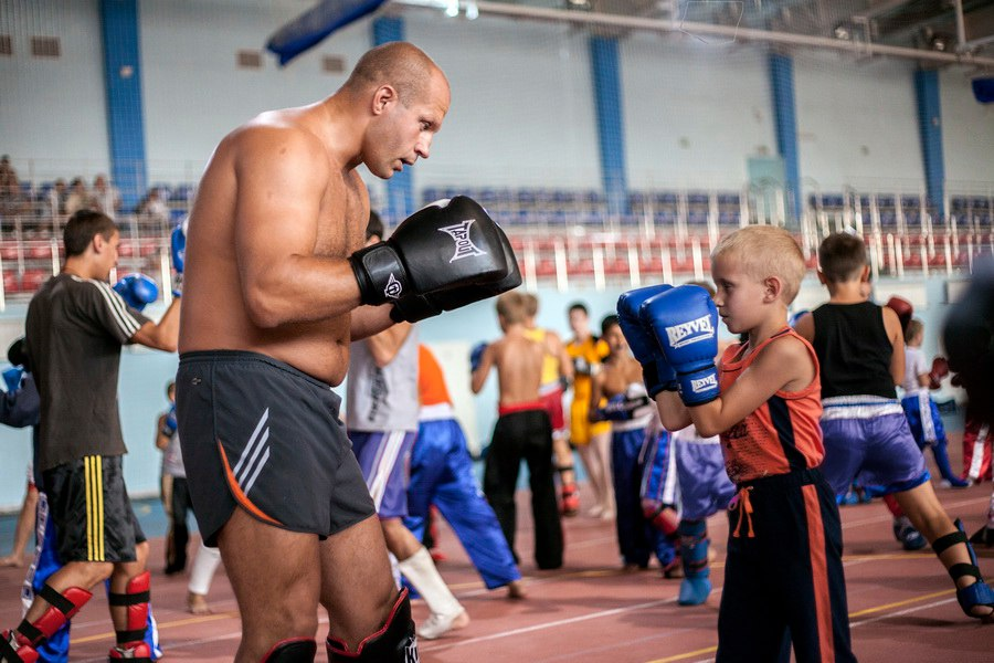 На 8 сентября мы с Женей Лотиным пригласили в гости в Корсаков Чемпиона мира по боям без правил Федора Емельяненко.