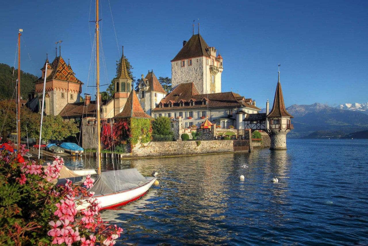 Oberhofen Castle, Lake Thun, Switzerland бесплатно