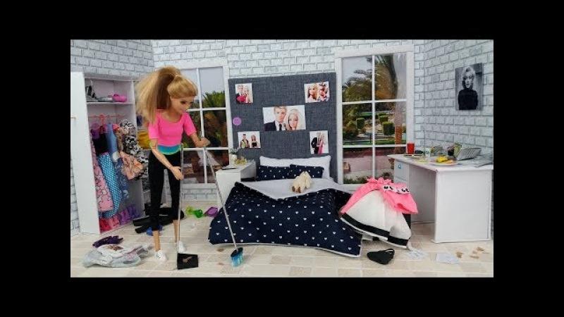 Barbie Bedroom Bathroom Morning Routine! House Cleaning Barbie limpando sua casa limpiando su casa
