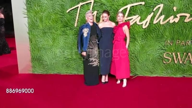 Пинк на церемонии «The Fashion Awards» [04.12.17]