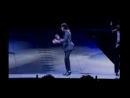 Это самая последняя песня и концерт Майкла Джексона,он умер((